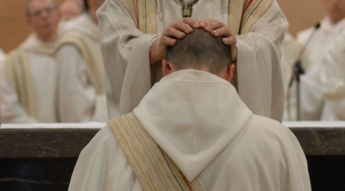 Diacre recevant l'ordination sacerdotale pour servir ses frères, 29e dimanche ordinaire B
