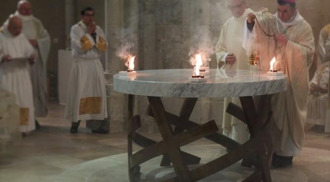 Illumination et encensement de l'autel