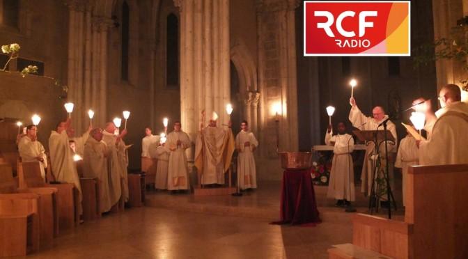 Vigile de Pâques avec flambeaux